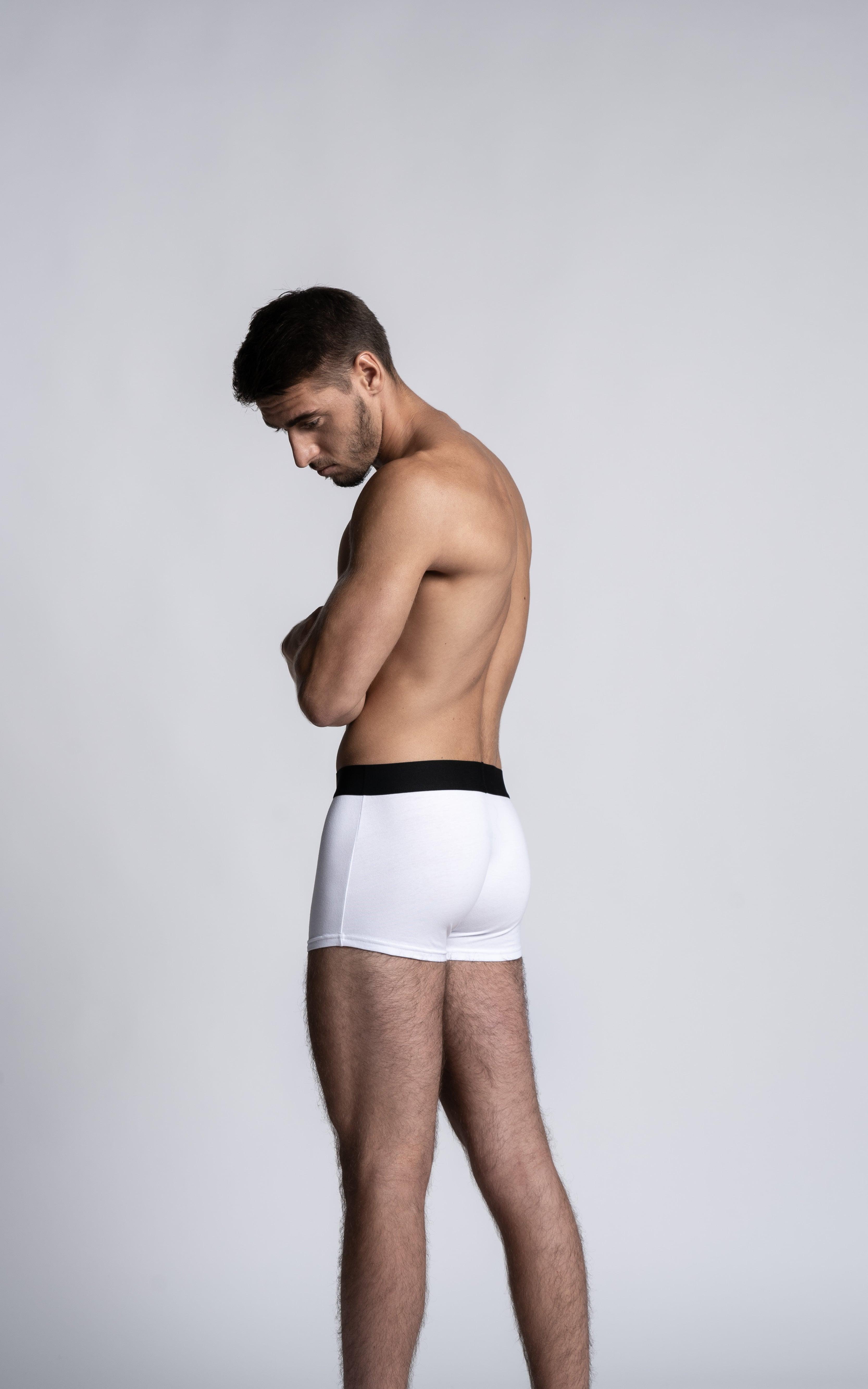Homme mannequin portant un boxer calecon Arpenans blanc de la marque S BORDEAUX