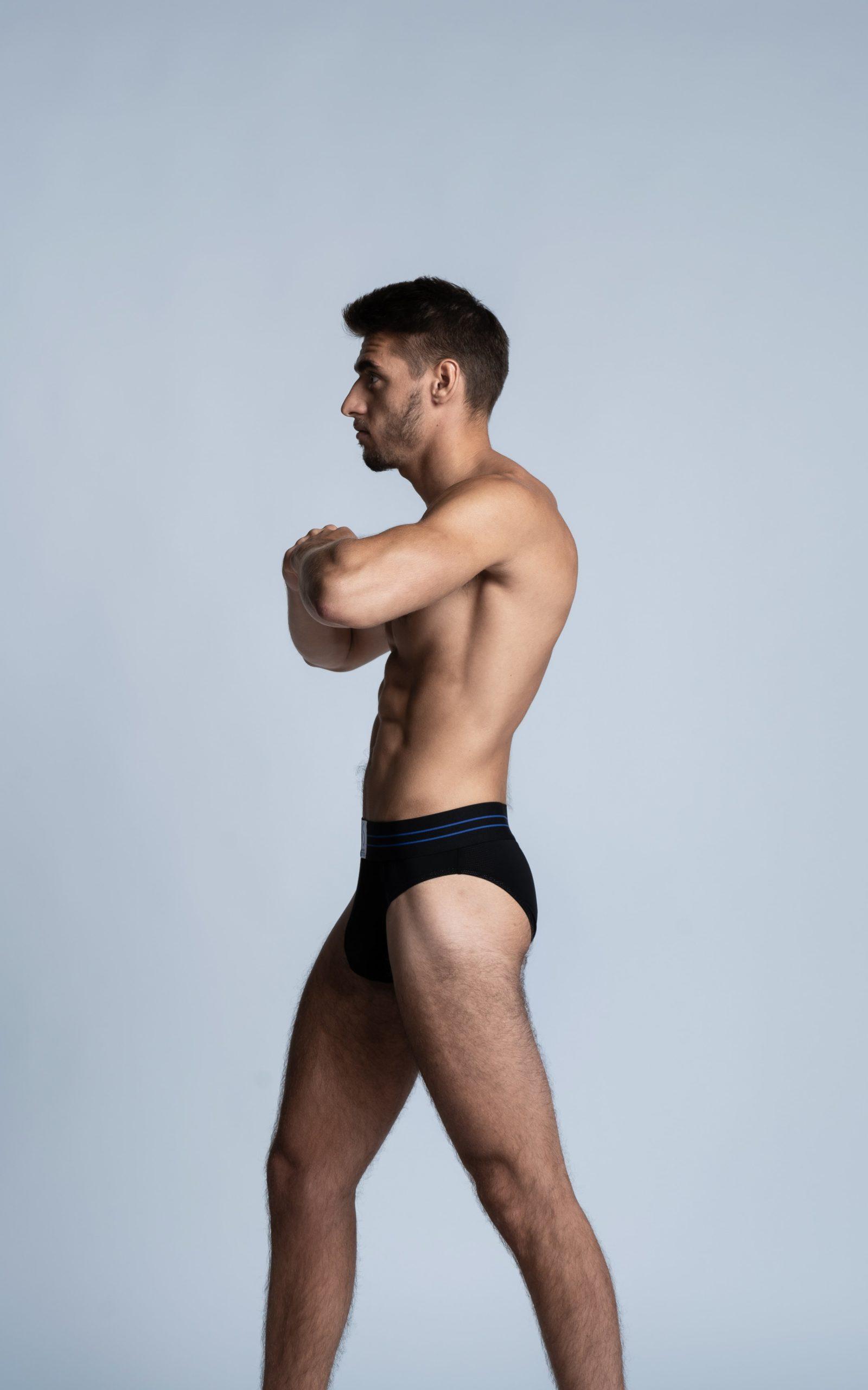 Homme sportif portant un slip SportPro noir de la marque S BORDEAUX