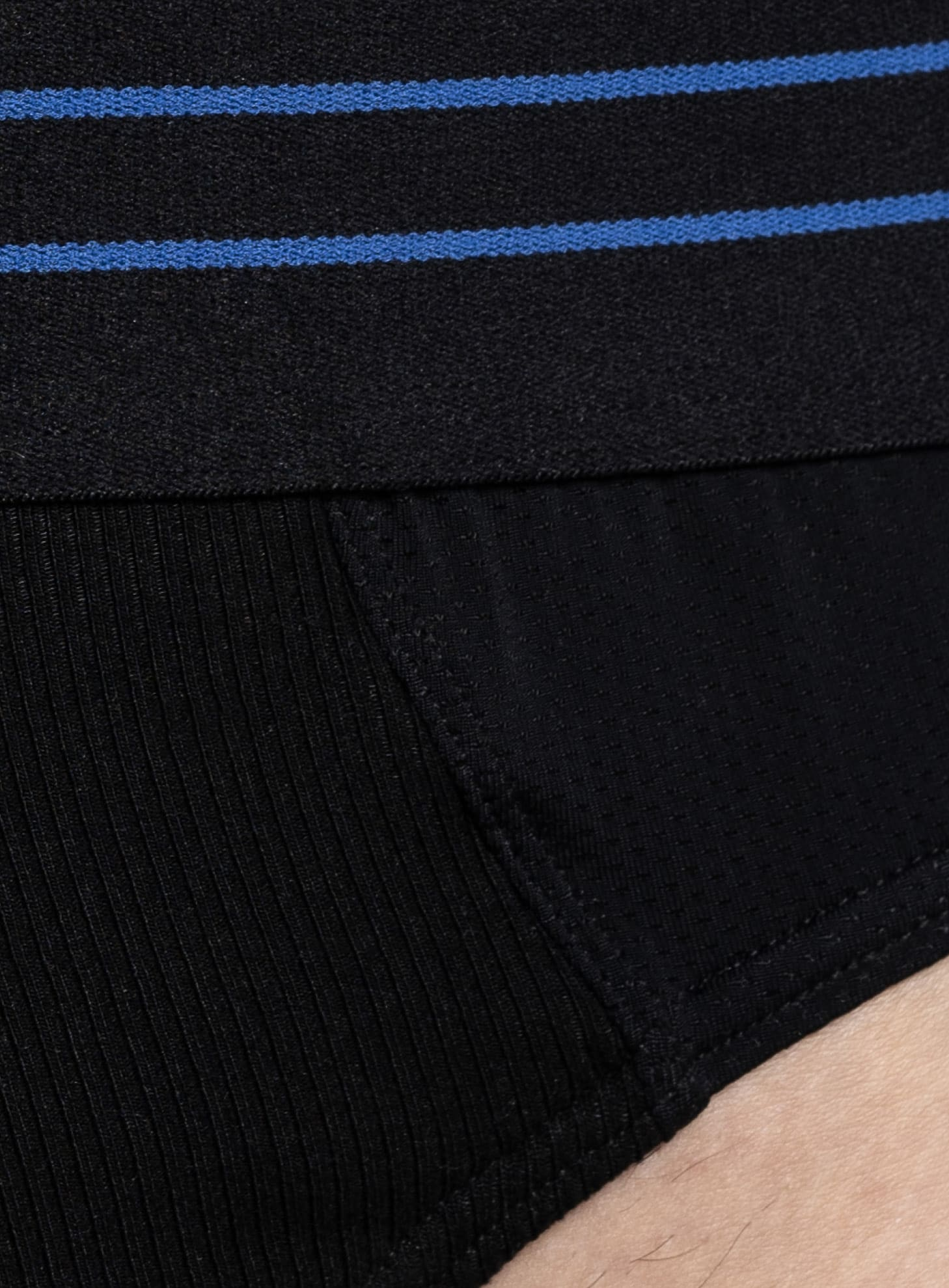 Zoom sur la matière du slip sportif SportPro noir de la marque S BORDEAUX