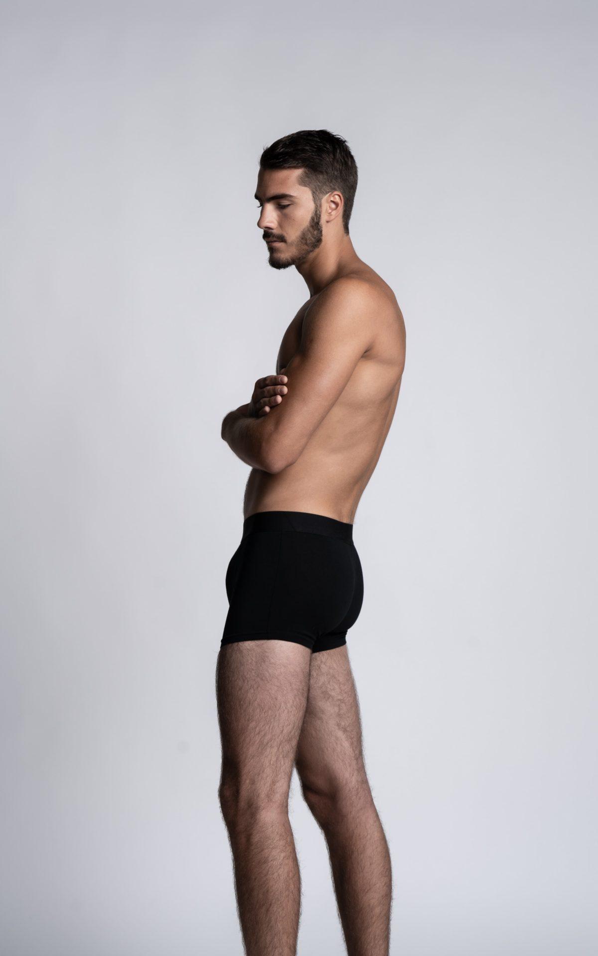 Homme mannequin portant un boxer calecon Arpenans noir de la marque S BORDEAUX