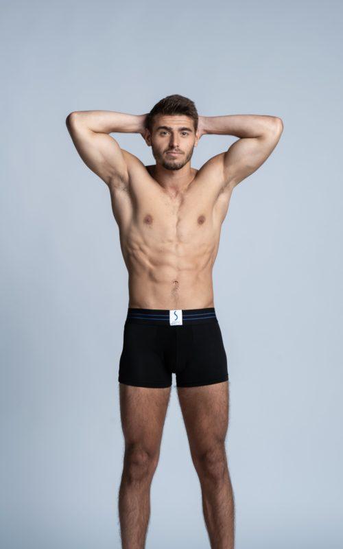 Homme sportif de dos portant un boxer SportPro noir de la marque S BORDEAUX