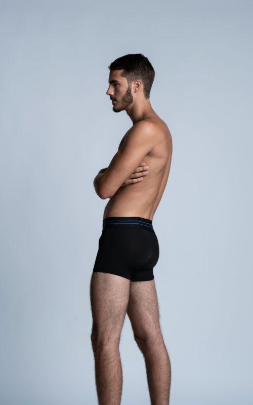 Homme sportif de dos portant un slip SportPro noir de la marque S BORDEAUX