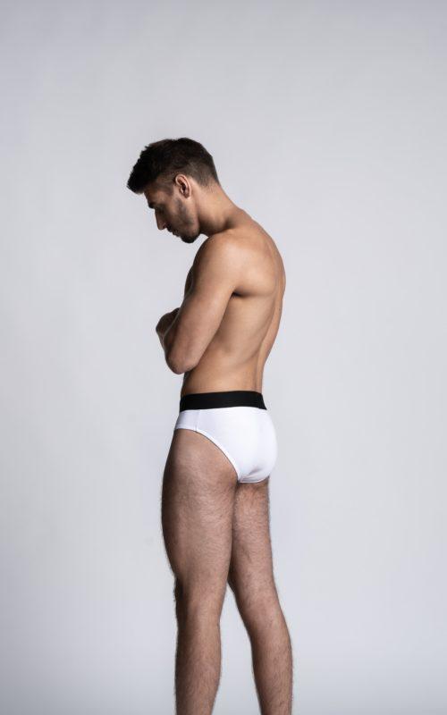 Homme mannequin portant un slip Athesans blanc pour homme de la marque S BORDEAUX