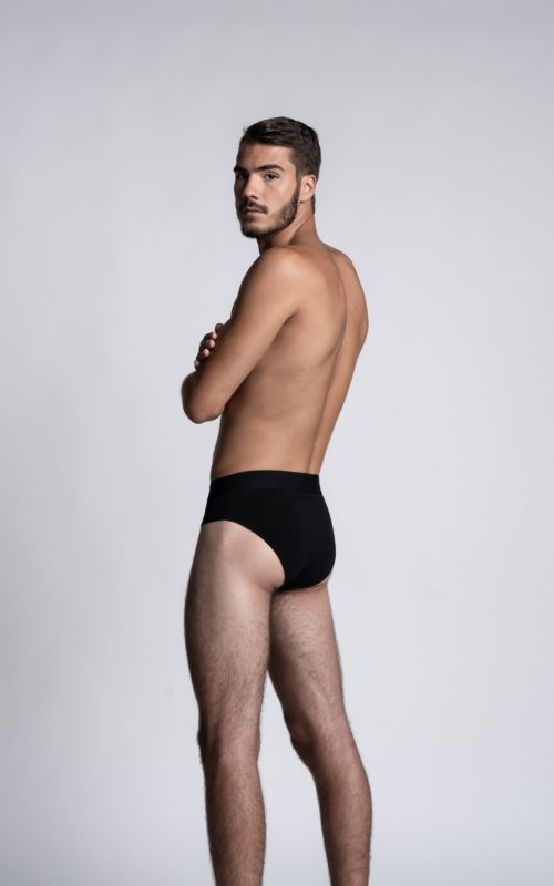 Homme mannequin portant un slip Athesans noir pour homme de la marque S BORDEAUX
