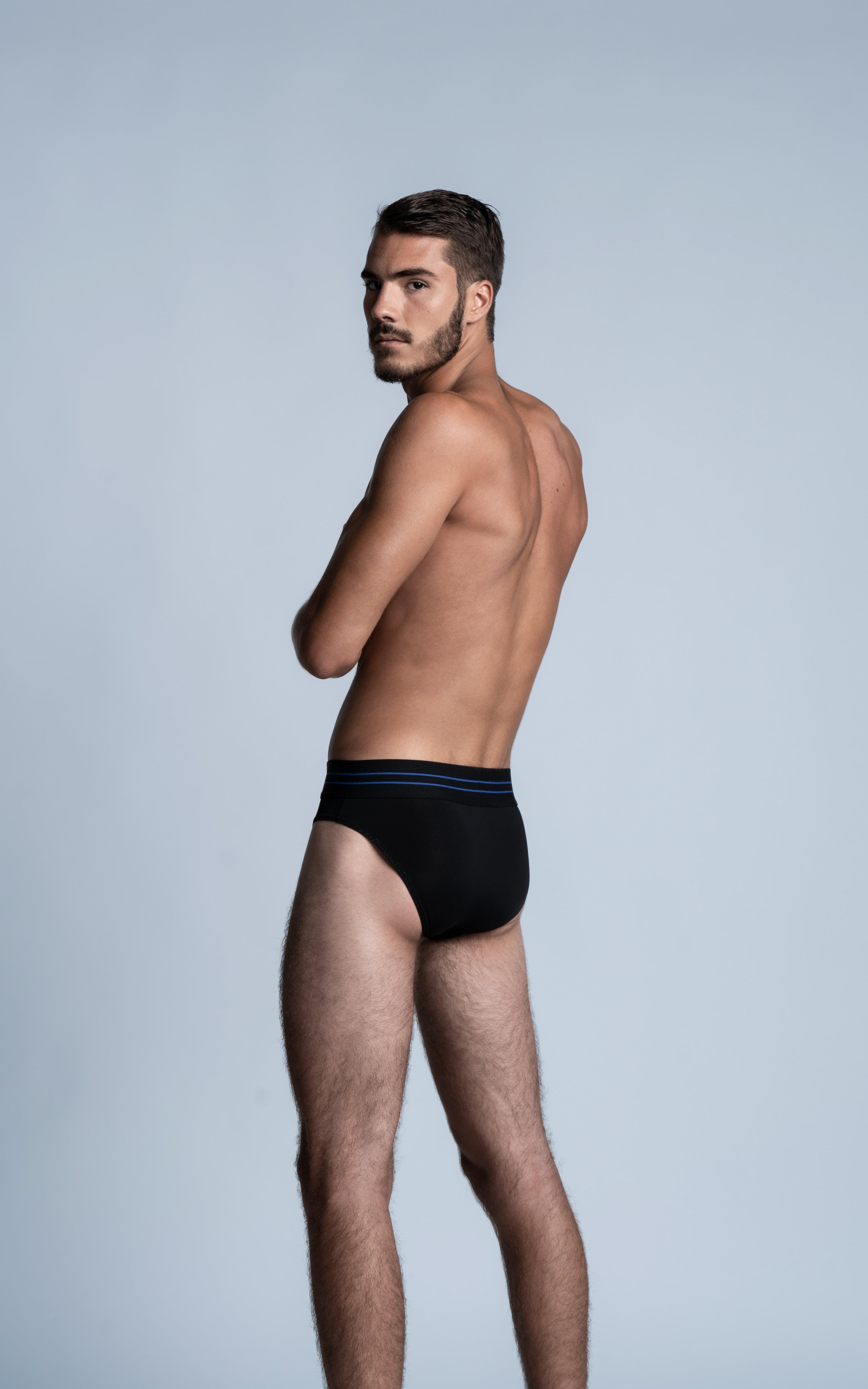 Homme sportif de dos portant un slip SportPro de la marque S BORDEAUX