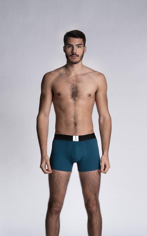 Mannequin homme portant un boxer calecon arpenans bleu marine cobalt de la marque S BORDEAUX