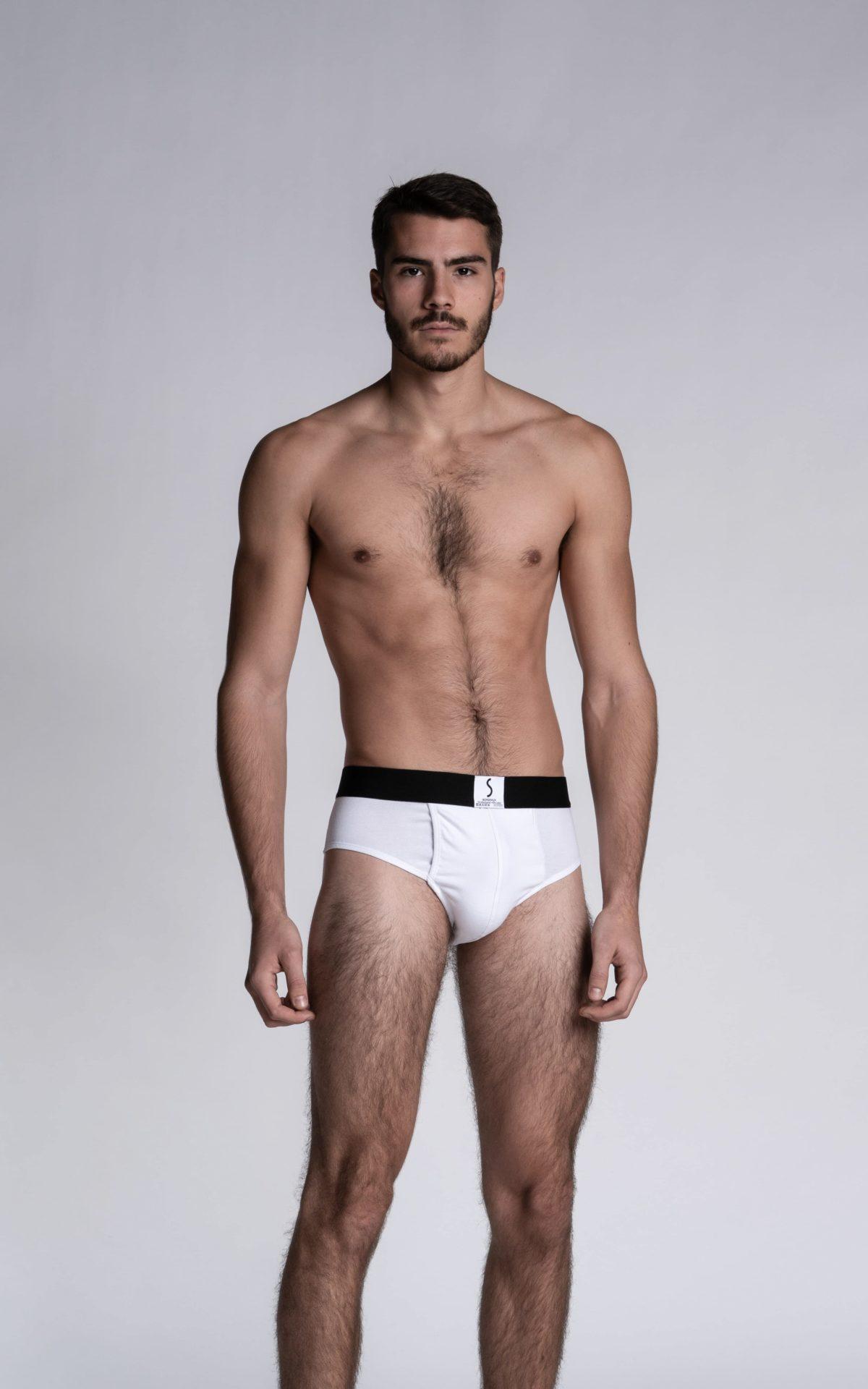 Homme mannequin portant un slip ouvert kangourou Liévans blanc de la marque S BORDEAUX
