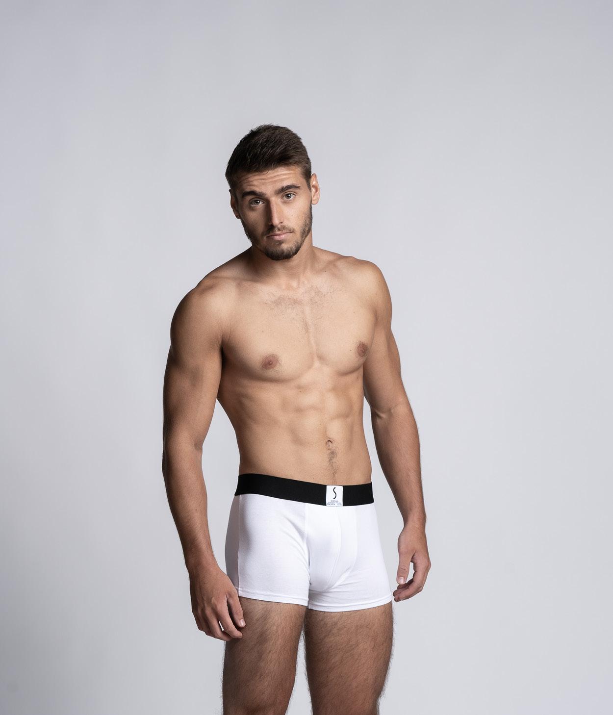 Mannequin homme sportif portant un boxer calecon Arpenans blanc de la marque S BORDEAUX