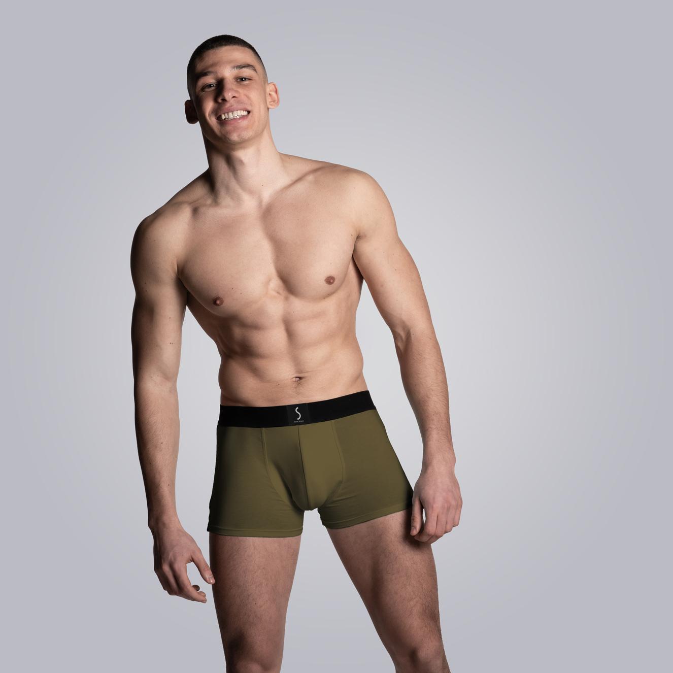 mannequin homme portant un Boxer kaki pour homme Mahon de la marque S BORDEAUX